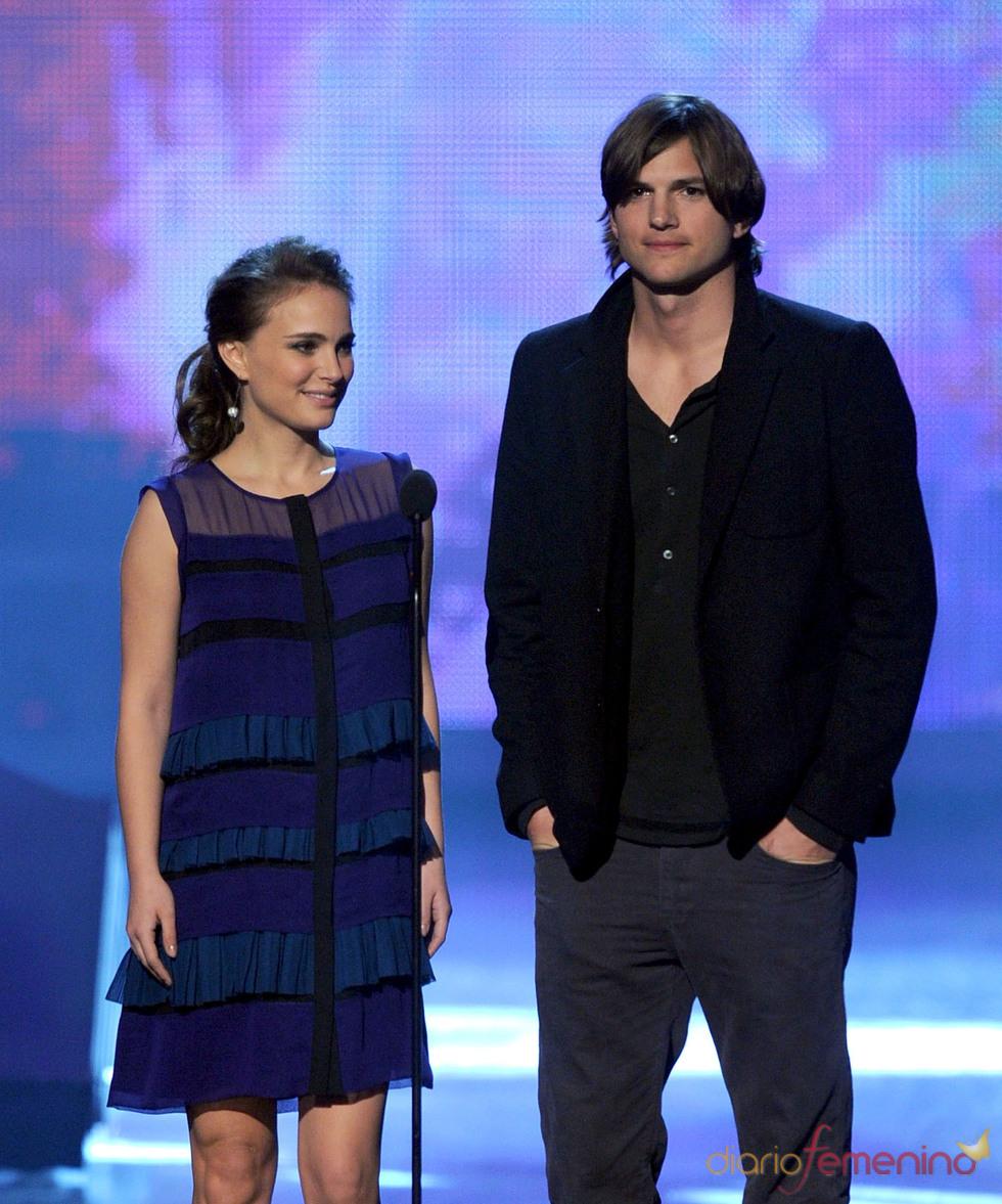Natalie Portman y Ashton Kutcher en el People's Choice Awards 2011