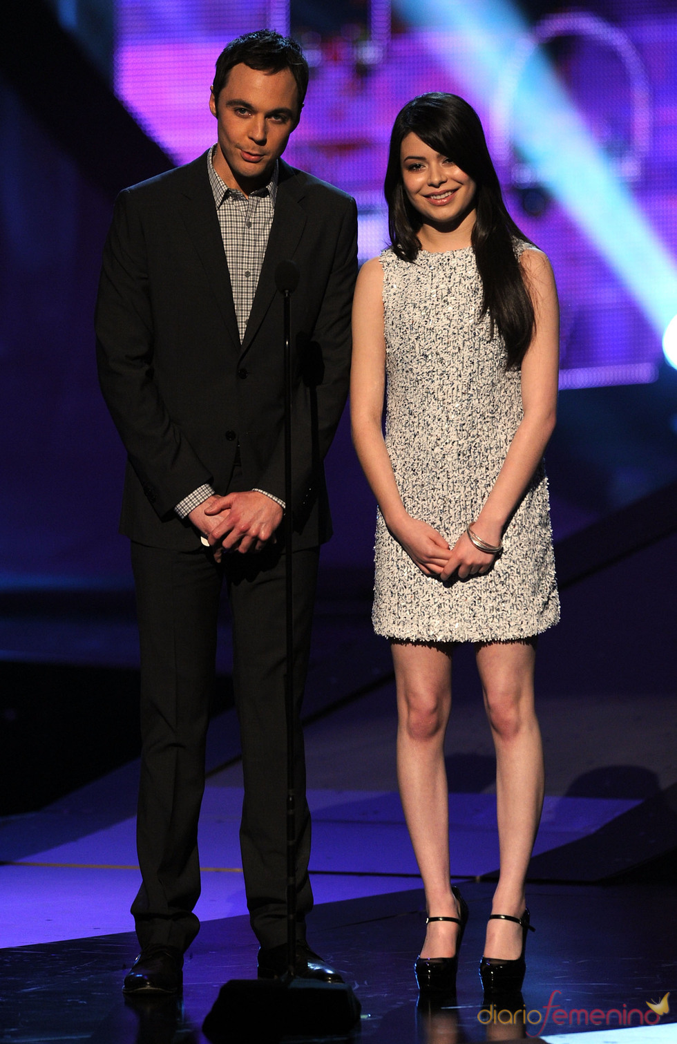 Jim Parsons y Miranda Cosgrove en los premios People's Choice Awards 2011