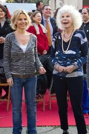 La Duquesa de Alba y Eugenia Martínez de Irujo disfrutan de la Cabalgata de Reyes 2011 de Sevilla