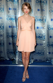 Taylor Swift, muy elegante en los People's Choice Awards 2011