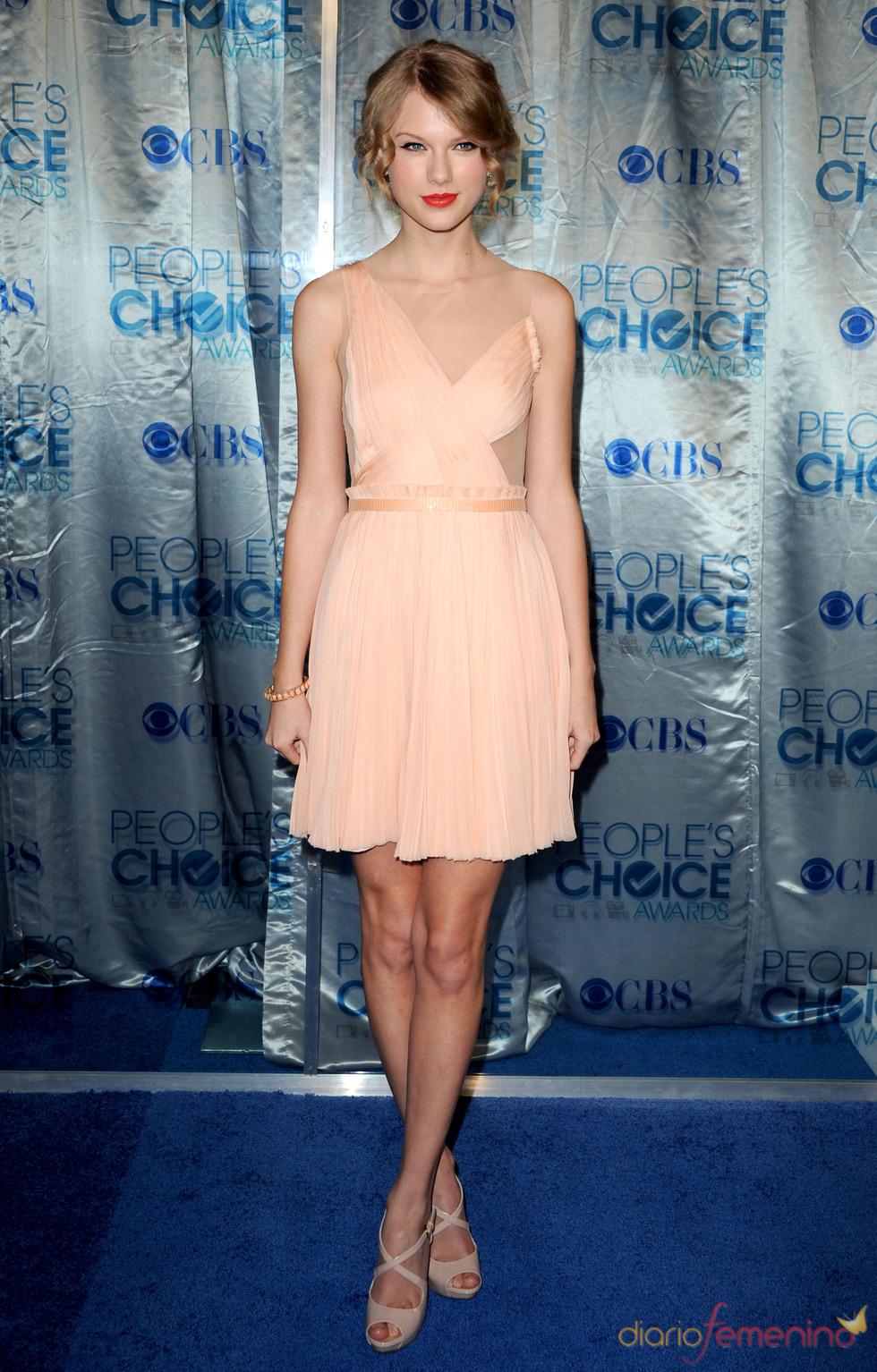 Taylor Swift, muy elegante en los People's Choice Awards 2011
