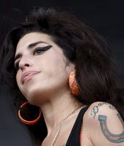 Amy Winehouse regresa tras cuatro años de sequía
