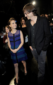 Natalie Portman luce embarazo en los People's Choice Awards