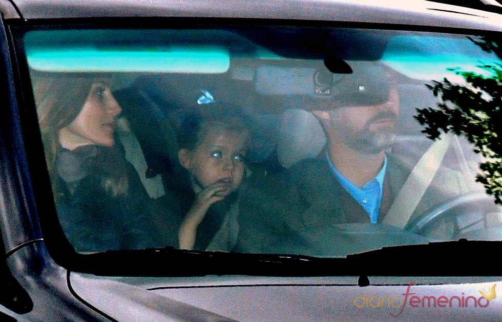 La Princesa de Asturias, sonriente al entrar en casa de su padre el Día de Reyes