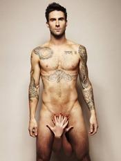Adam Levine, vocalista de los Maroon 5, desnudo por una buena causa