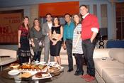 Ana Rosa Quintana y Máxim Huerta con los colaboradores de 'El Programa de Ana Rosa'