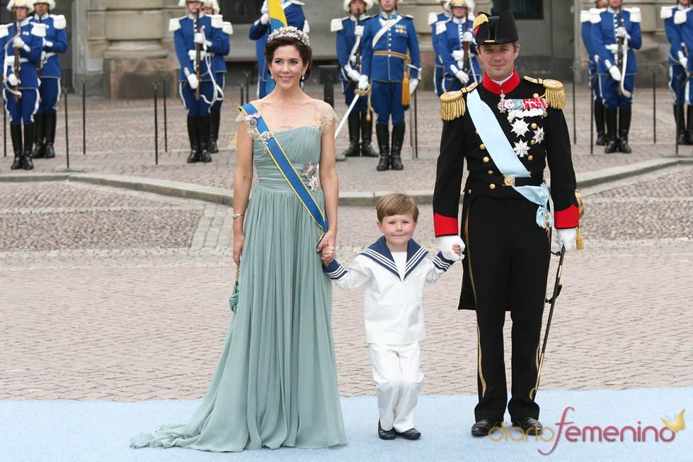 Mary Donaldson y Federico de Dinamarca con su hijo Christian