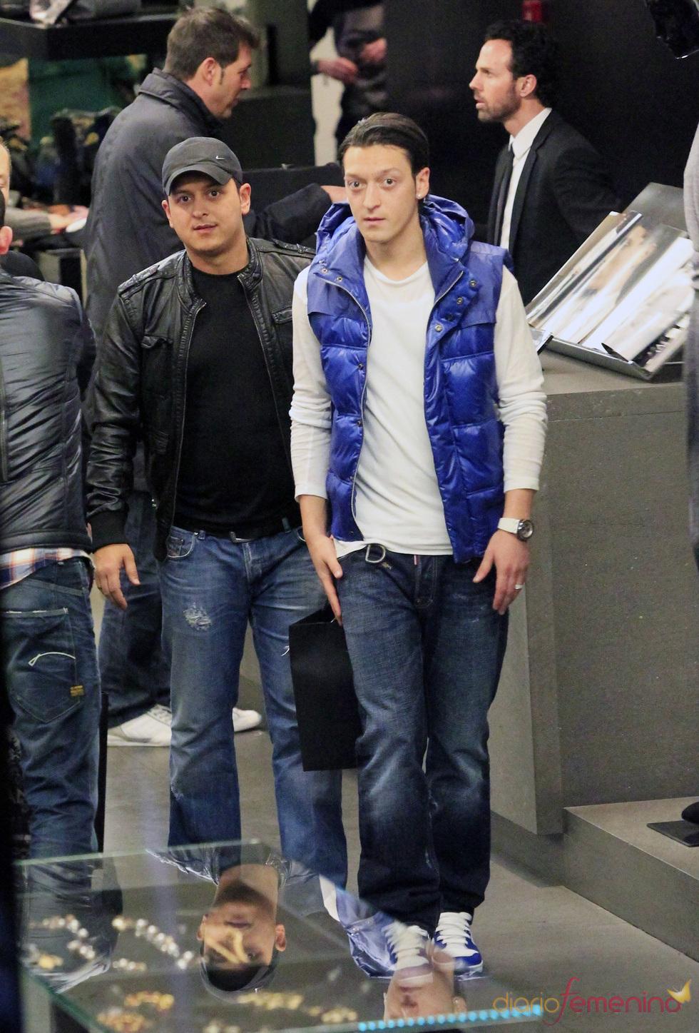 Mesut Ozil en las Rebajas 2011
