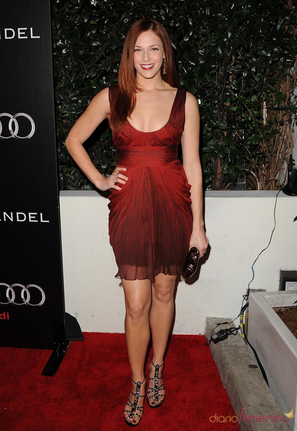 Amanda Righetti, preparada para los Globos de Oro 2011