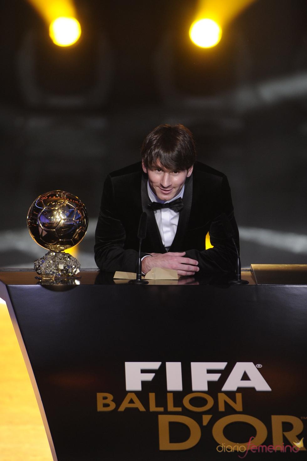 Leo Messi durante su discurso como FIFA Balón de Oro 2010