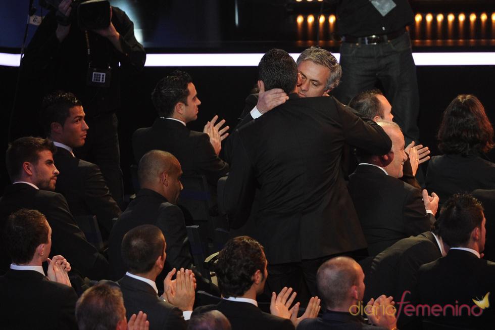 Jose Mourinho, felicitado por ser el 'Mejor entrenador de 2010'