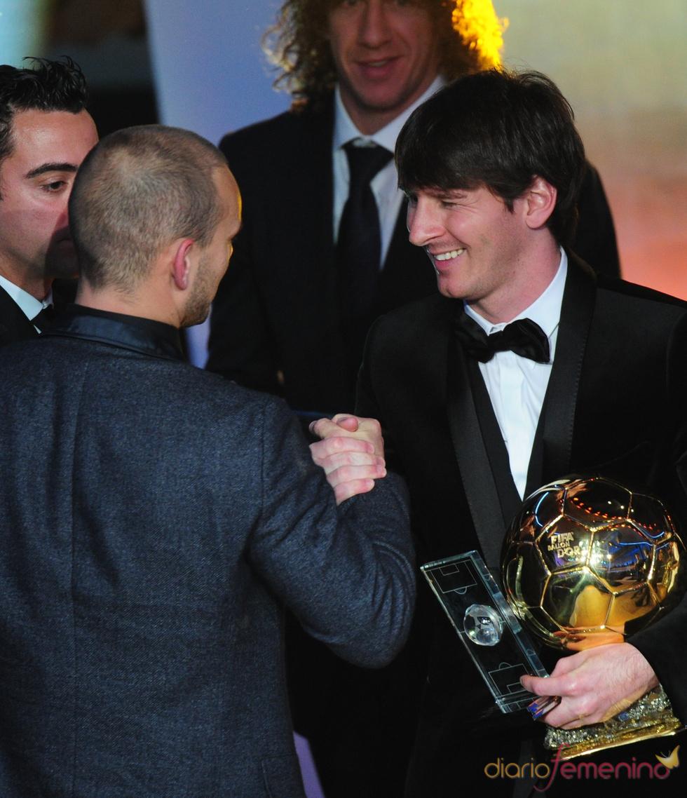 Sneijder felicita a Messi por su FIFA Balón de Oro 2010
