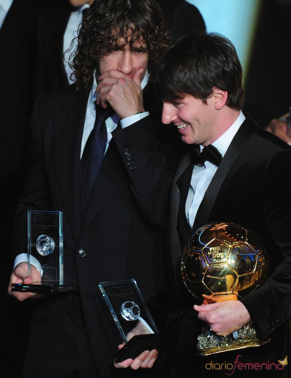 Messi y Puyol compartes confidencias en la gala FIFA Balón de Oro 2010