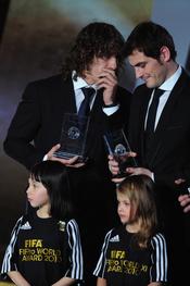 Puyl y Casillas compartes confidencias en la gala FIFA Balón de Oro 2010
