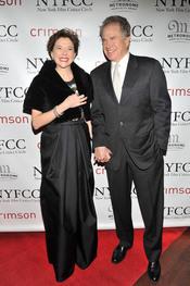 Annette Bening y Warren Beatty en la Gala de los Premios Critics 2011