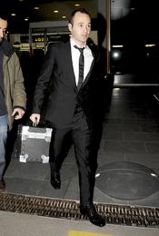 Andrés Iniesta regresa a Barcelona sin el FIFA Balón de Oro 2010