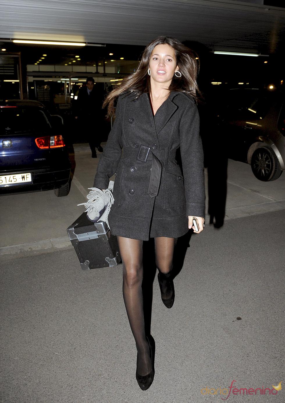 Malena Costa, novia de Carles Puyol, a su vuelta de la gala FIFA Balón de Oro 2010
