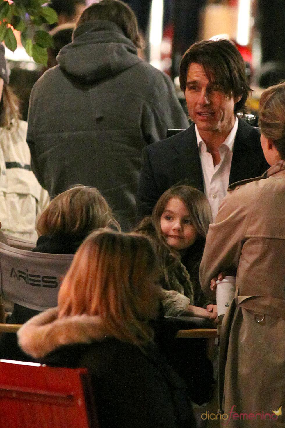 Tom Cruise, muy atento a su hija Suri