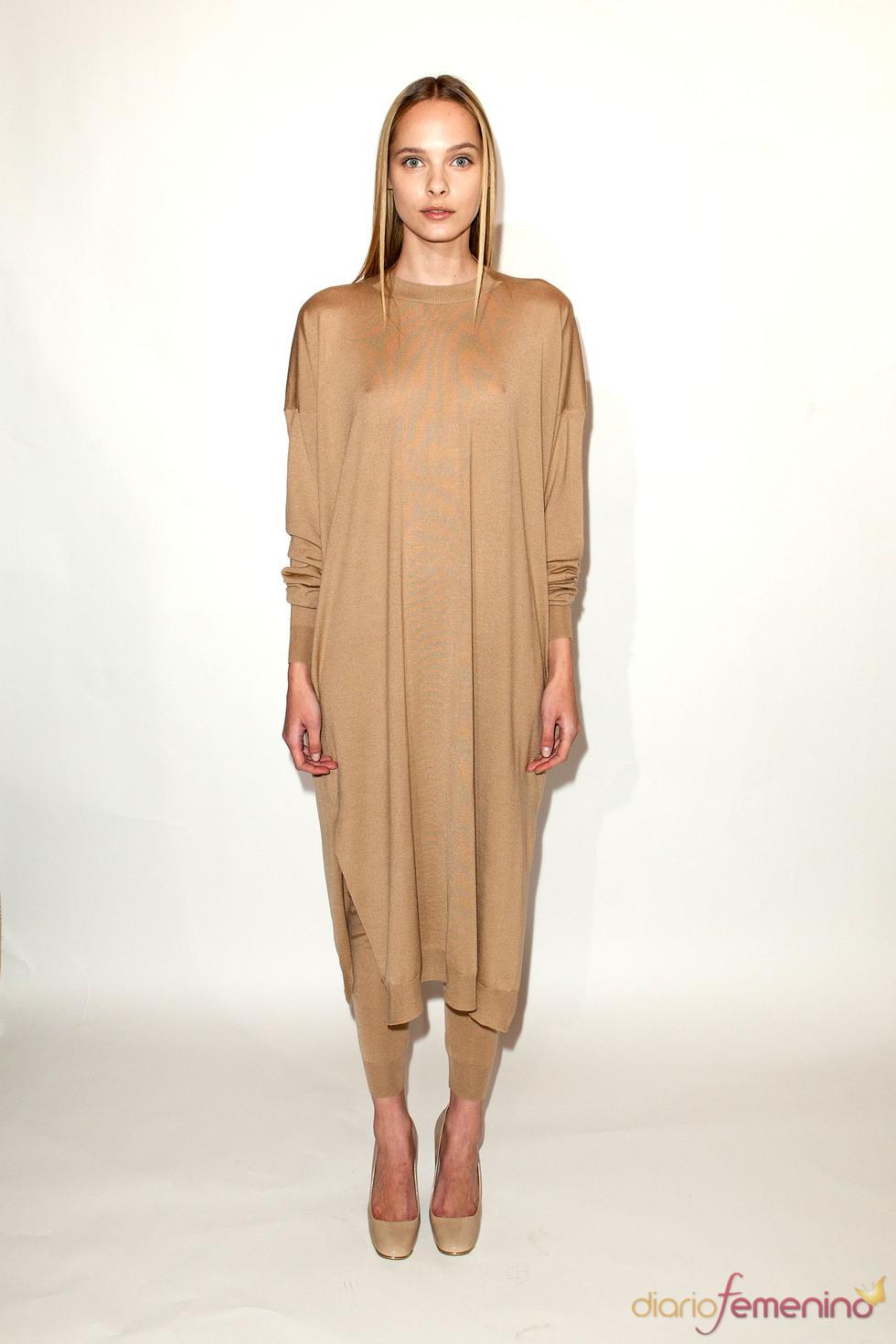 Jersey oversize con leggins en nude de Stella McCartney pre colección otoño 2011