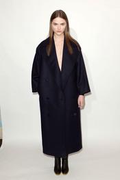 Abrigo oversize en marino pre colección Stella McCartney otoño 2011