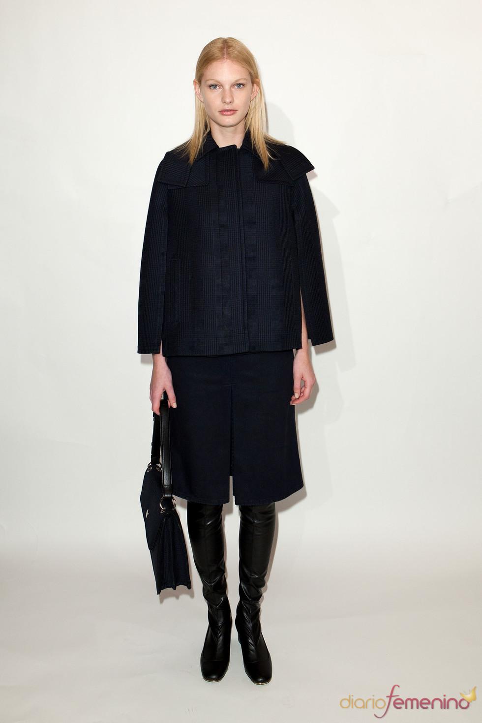 Abrigo estilo capa y bermuda pre colección Stella McCartney otoño 2011