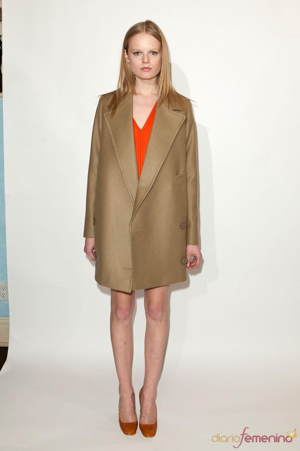 Abrigo corto oversize en camel pre colección Stella McCartney otoño 2011