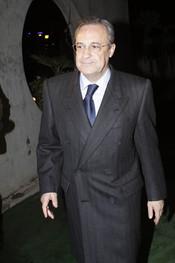 Florentino Pérez en la capilla ardiente de Juanito Navarro