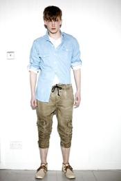 Camisas superpuestas con pantalón remangado p/v 2011 TopMan
