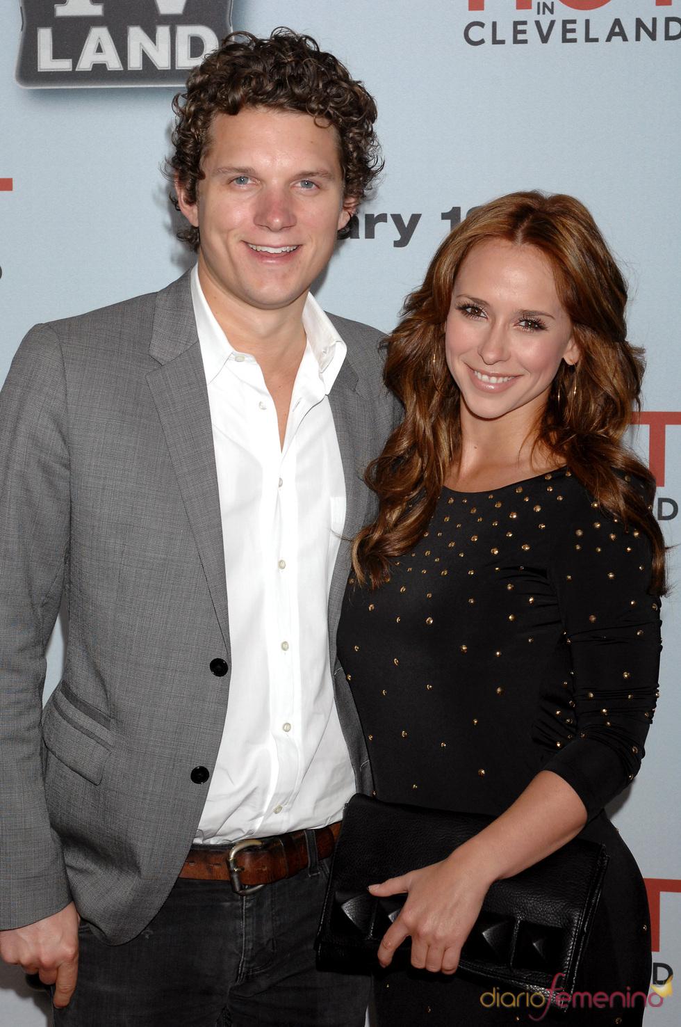 Jennifer Love Hewitt y Alex Beh de fiesta