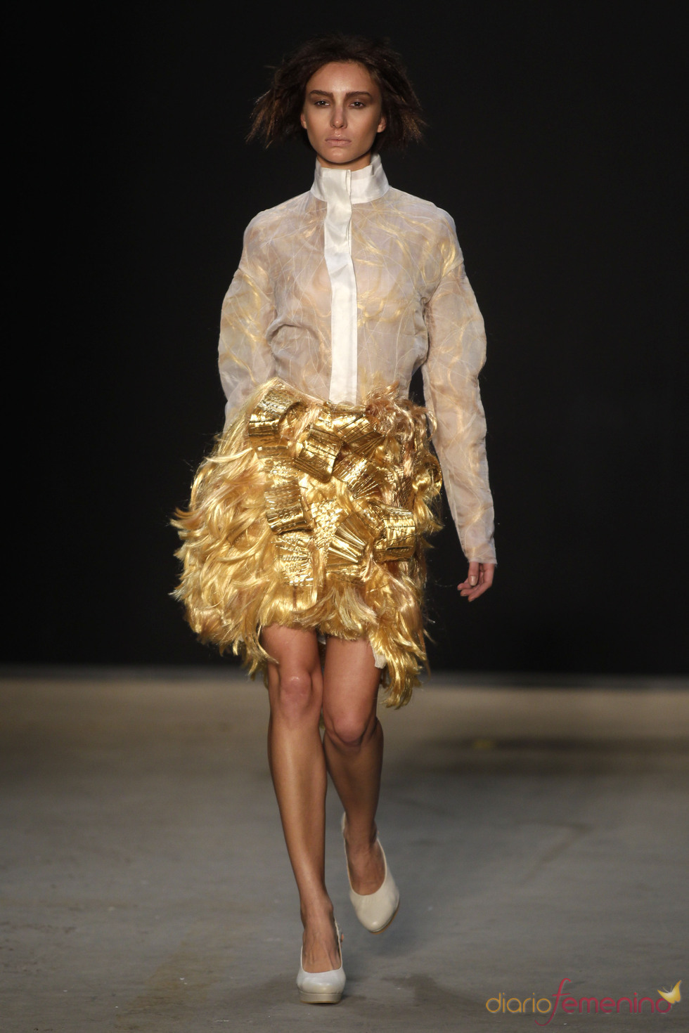 Look plateado de Melk Z-Da en Rio Fashion Winter 2011