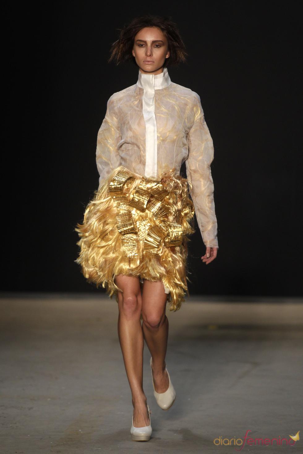 Look plateado de Melk Z-Da en Rio Fashion Winter 2011