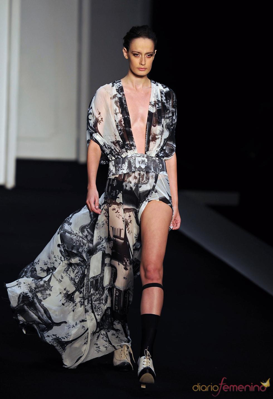 Vestido estilo batín de Filhas de Gaia en la Rio Fashion Winter 2011