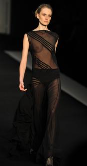 Vestido transparente de Filhas de Gaia en la Rio Fashion Winter 2011