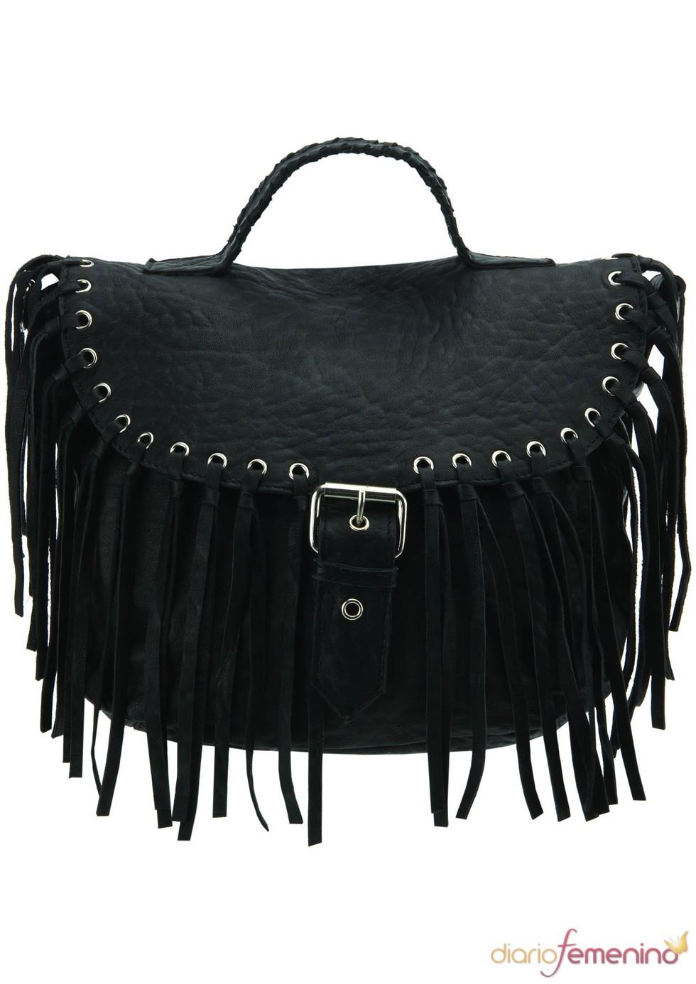 Bolso negro con flecos de TopShop, 130 euros