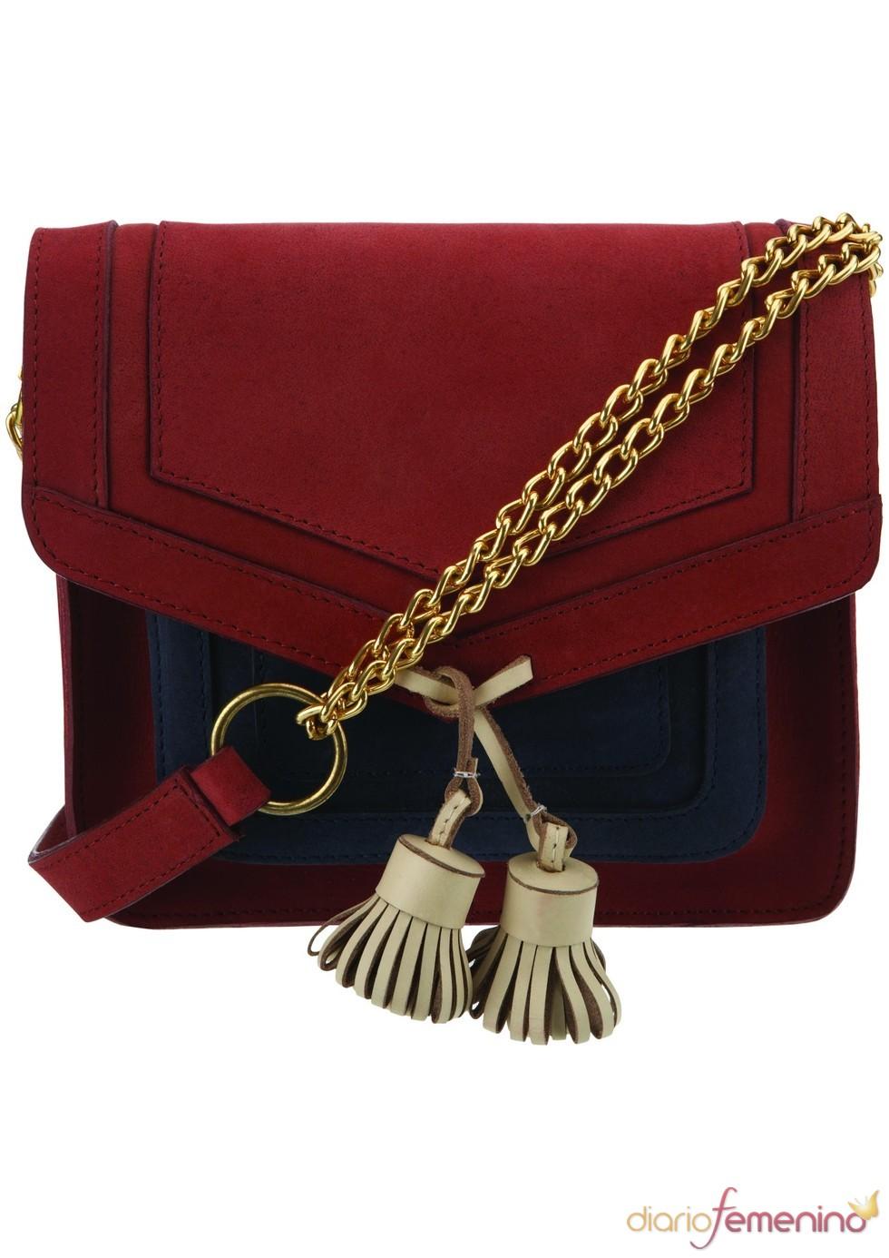 Bolso rojo con cadena dorada de TopShop, 68 euros