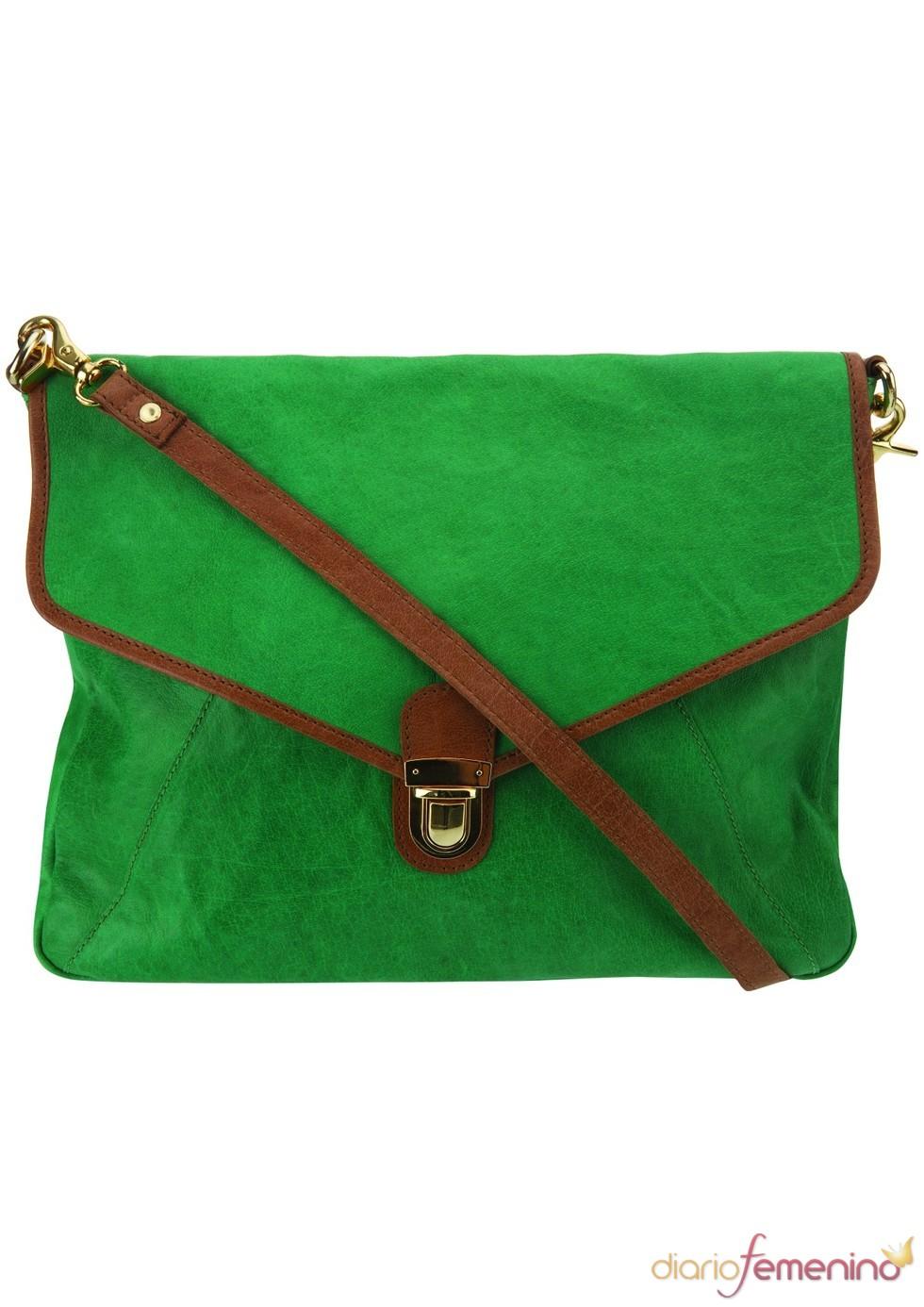 Bolso cruzado en color verde de TopShop, 91 euros