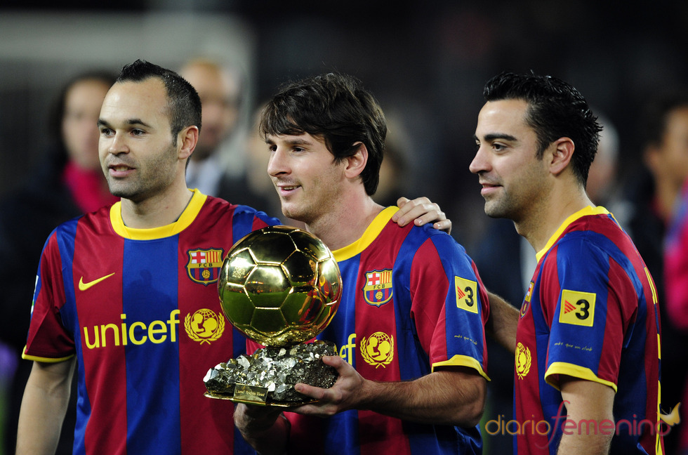 Leo Messi dedica el Balón de Oro 2010 a la afición
