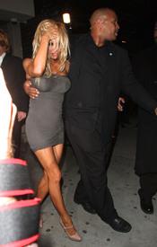 Pamela Anderson, borracha a la salida de una discoteca en Los Ángeles