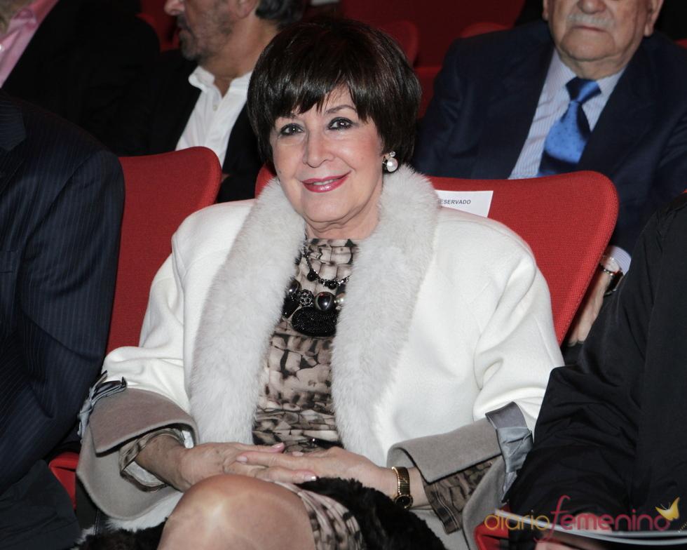 Concha Velasco, presentadora de 'Cine de Barrio'