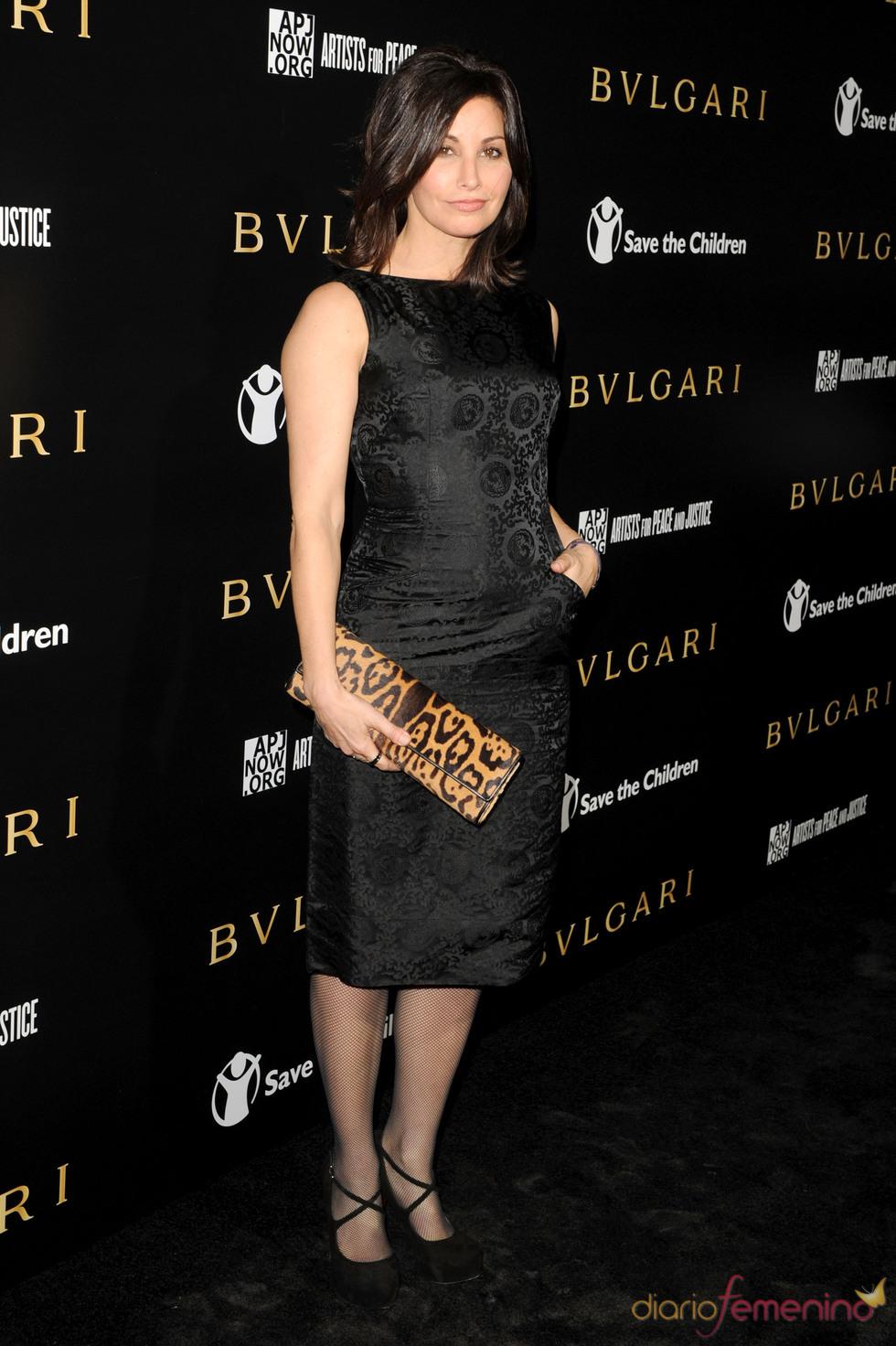 Gina Gershon en la gala benéfica de Bulgari
