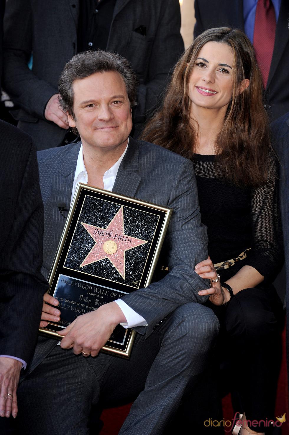 Colin Firth con su mujer y su estrella en el paseo de la fama