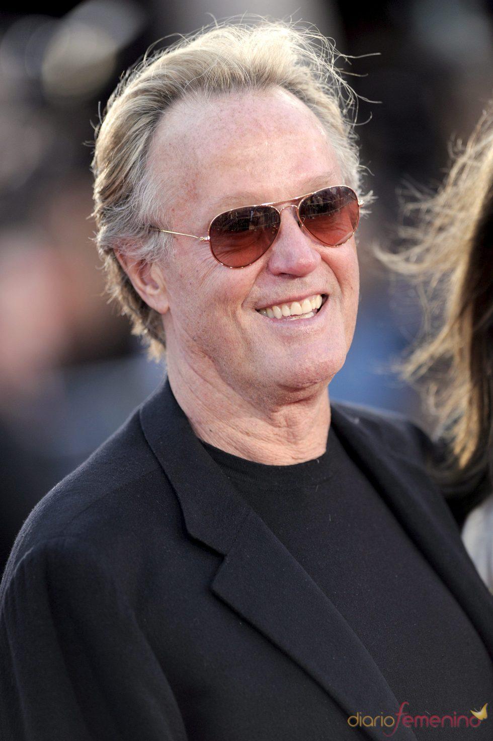 Peter Fonda descubre un cadáver paseando por Sunset Bulevar