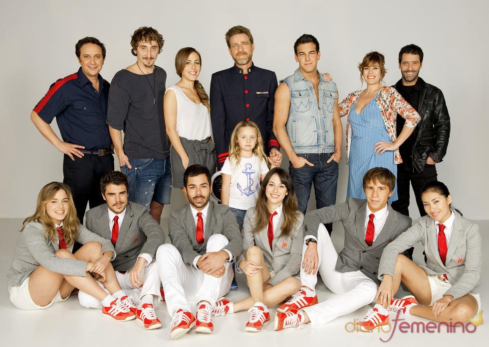 Foto de familia de los actores de 'El Barco'