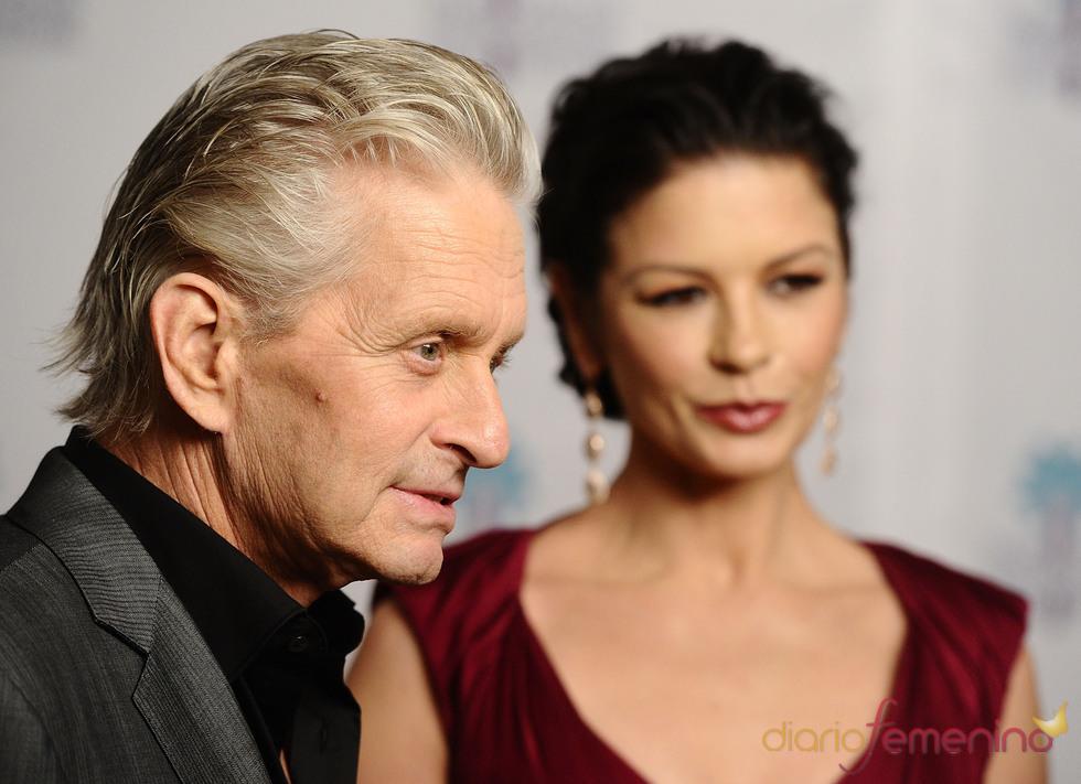 Catherine Zeta Jones acompaña a su marido Michael Douglas