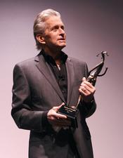 Michael Douglas, emocionado con su premio Icon