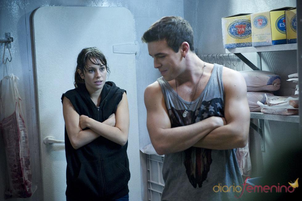 Mario Casas y Blanca Suárez en una escena de 'El Barco'