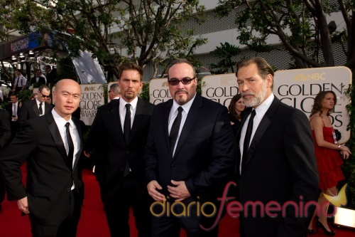 C.S. Lee, Desmond Harrington, David Zayas y James Remar en los Globos de Oro 2011