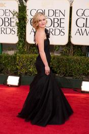 Julia Stiles a su llegada a los Globos de Oro 2011