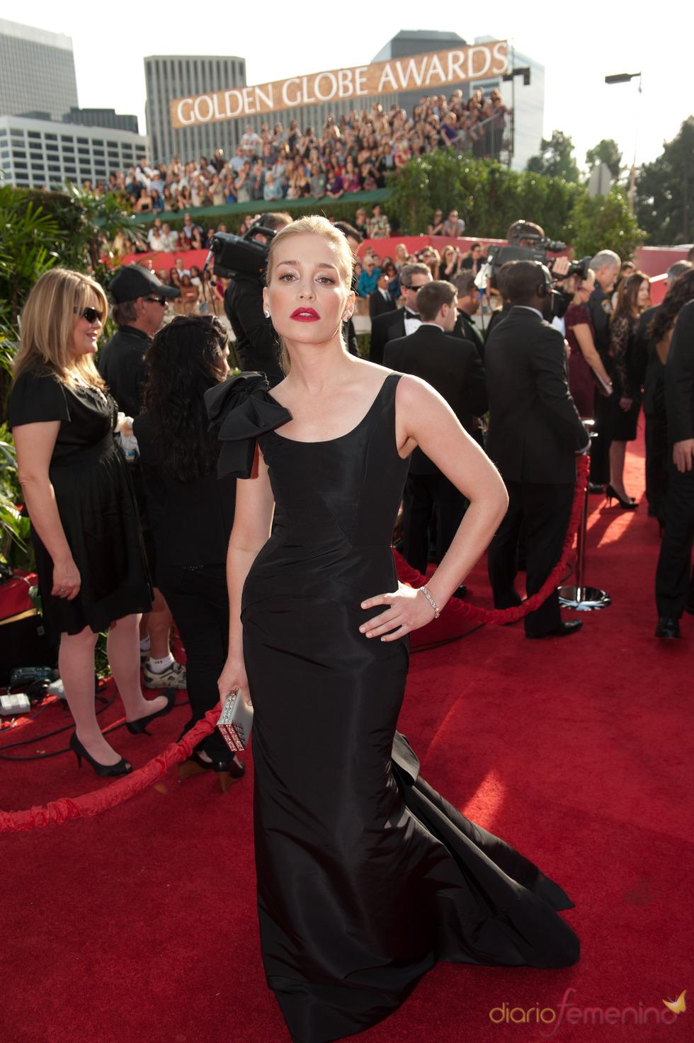 Piper Perabo en la alfombra roja de los Globos de Oro 2011