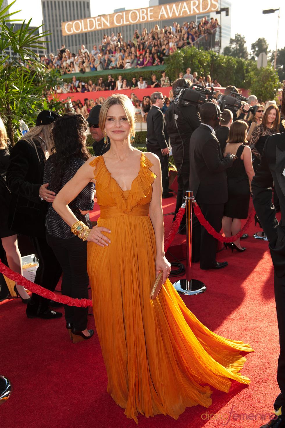 Kyra Sedgwick en la alfombra roja de los Globos de Oro 2011